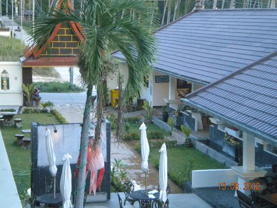 Tropical Palm Resort: Hotel grounds