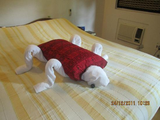 Santana Beach Resort: Towel Art