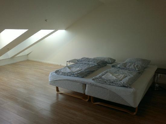 Chateau Apartments: Habitación planta de arriba.