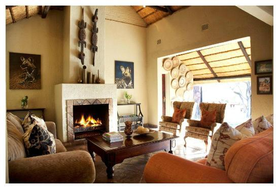 Thornybush Private Game Reserve, South Africa: Chapungu Main Lounge