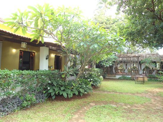 Turiya Villa and Spa: delightful outdoors with the spa in the background