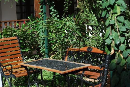 Protea Hotel by Marriott Dar es Salaam Courtyard: Courtyard
