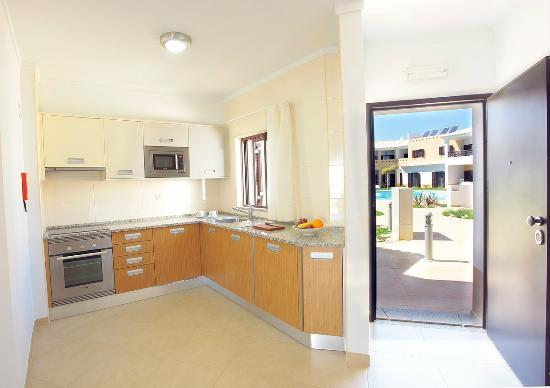 Sagres Time Apartamentos : Complete kitchen