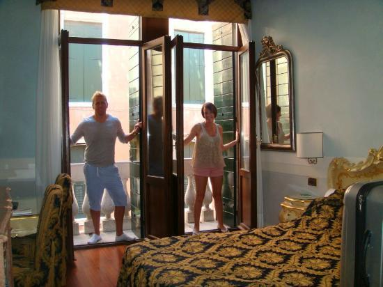 Hotel Ala - Historical Places of Italy: Our room