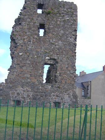 The Manor Guest House: Castle Ruins Harbour Larne