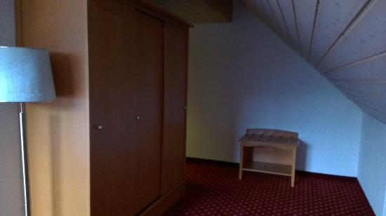 Hotel Schloessli Ipsach : Cupbards