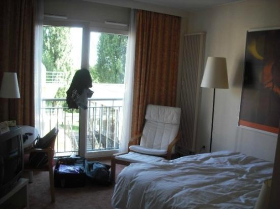 Hotel Parc Plaza : La camera (un po' in disordine)