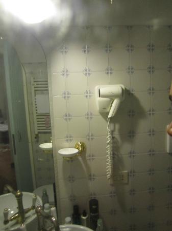 Hotel Andreina: Bathroom