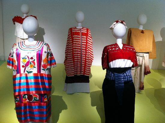Museo de Arte Popular: Special display of clothings from various geographical areas in Mexico