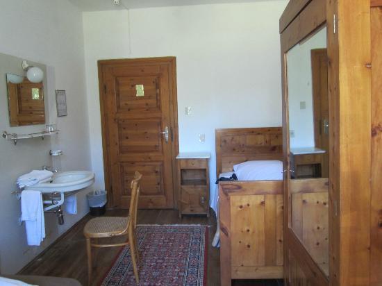 Hotel Pragser Wildsee: interno cameretta secondo piano vista bosco