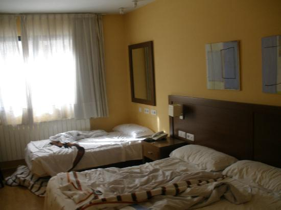 Hostal Acanto: habitacion despues de dormir