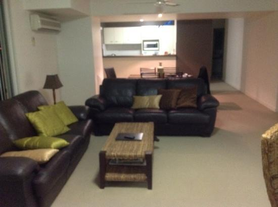 Founda Gardens Apartments : Lounge in unit 20 (2 bed apartment)