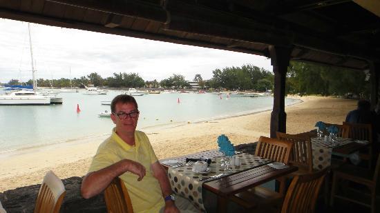Cafe de la Plage: Relaxing & friendly staff