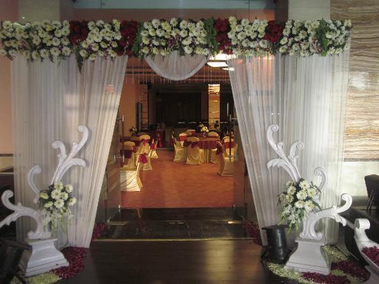 Hotel Saffron Kiran: Banquet - THE Ark Entrance
