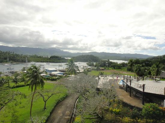 Savusavu Hot Springs Hotel: Savusavu bay and hotel surroundings.