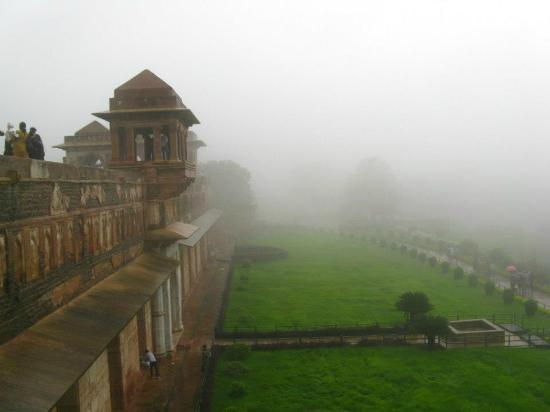 Ship Palace (Jahaz Mahal)