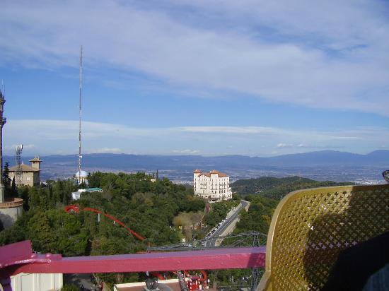 Parque de Atracciones Tibidabo: on one of the rides, above and over the city!