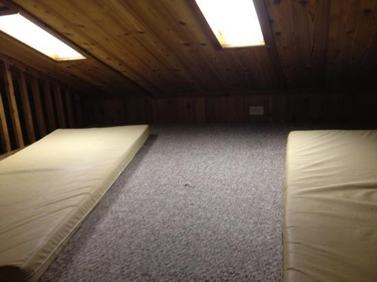 ACE Adventure Resort: cozy cabin sleeping loft