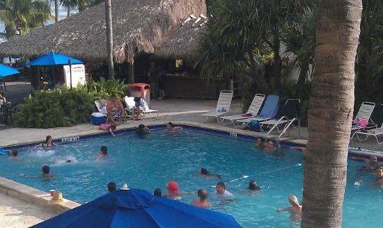 Amara Cay Resort: Pool Time