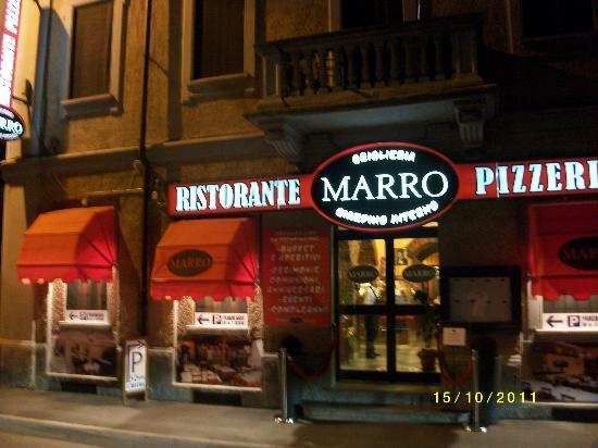 Rozzano, Italien: Ristorante Marro  Ingresso fronte strada