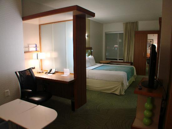 SpringHill Suites Durham Chapel Hill: Very comfortable, clean room