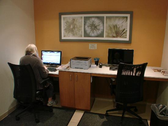 SpringHill Suites Durham Chapel Hill: business center