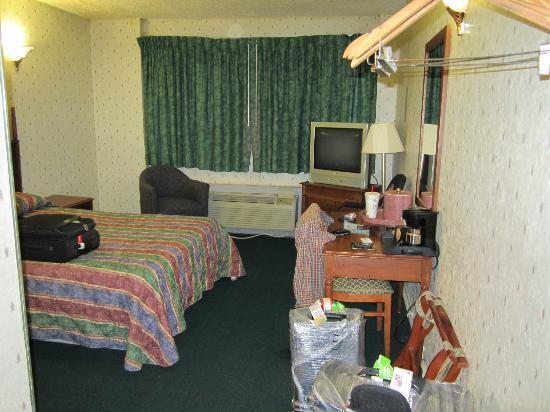 JFK Inn: Vista al entrar a la habitación
