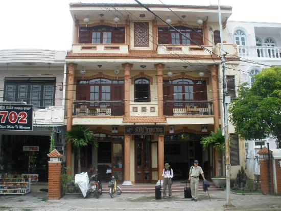 Nhi Trung Hotel: the Hotel