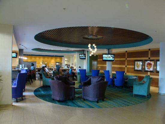 SpringHill Suites Durham Chapel Hill: Delicious breakfast with lots of hot items
