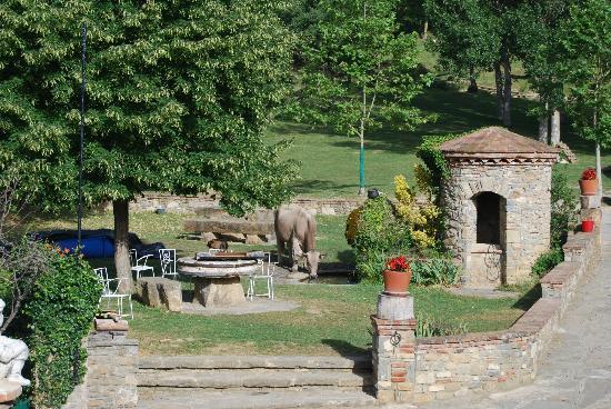 Masia Serradell: Exterior de la masia