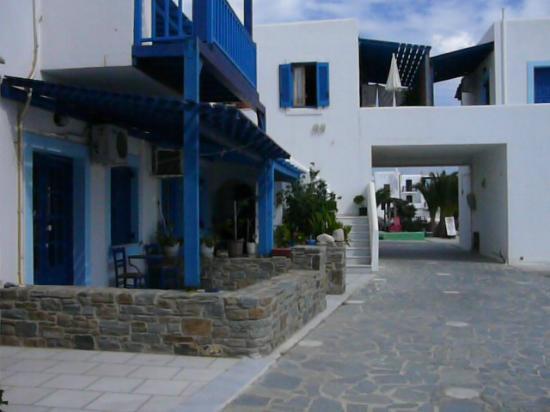 Karabatsis Studios: είσοδος