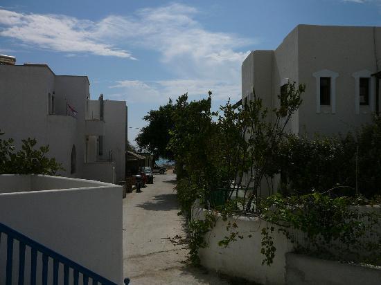 Karabatsis Studios: προς παραλια