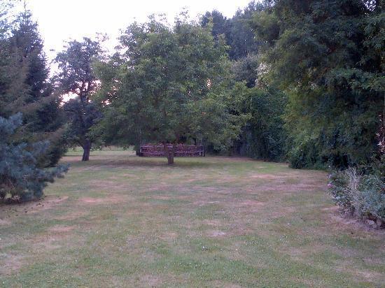 Les Chandelles Bed & Breakfast: Le joli jardin