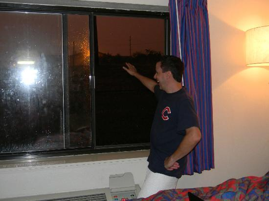 Red Roof Inn U0026 Suites Cleveland   Elyria: High Security Window/ Wave At  Traffic