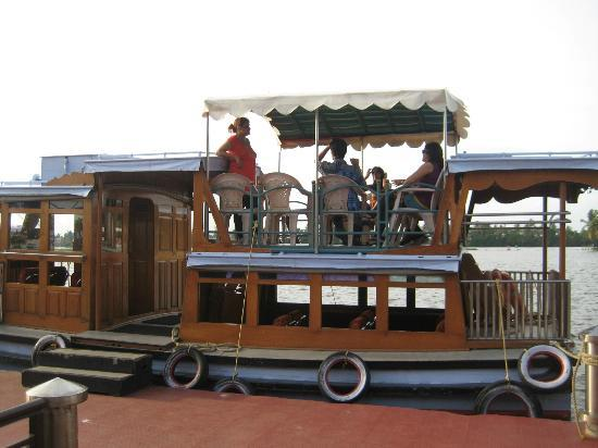 Lake Palace Resort: Motor Boat