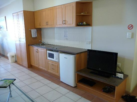 Regal Port Douglas: RPD kitchen and laundry area