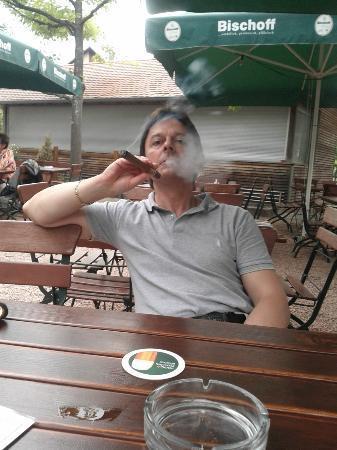 Hotel Bremerhof Biergarten: relax con sigaro e ottima birra nel biergarte