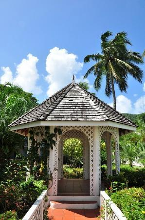 St. Lucian by Rex Resorts: Resort's grounds