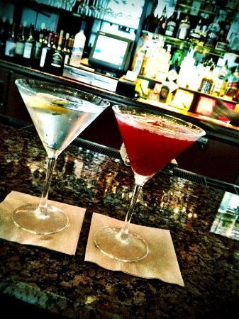 Omni Chicago Hotel: Martini's made at hotel bar