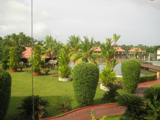 Lake Palace Resort: Another hotel view 