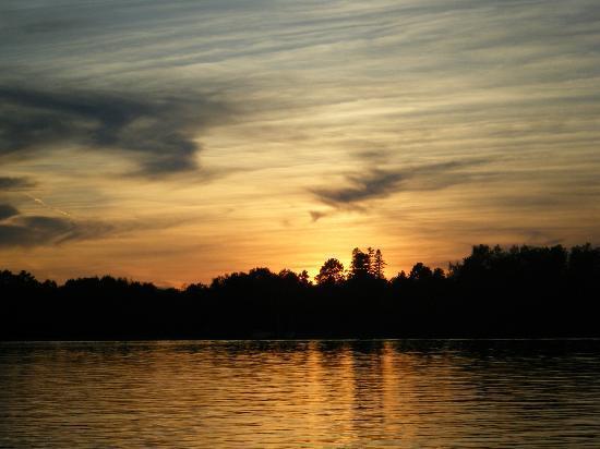 Pike Bay Lodge: sunset