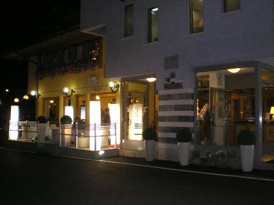 Hotel Folgarida: Foto dell'esterno in notturna