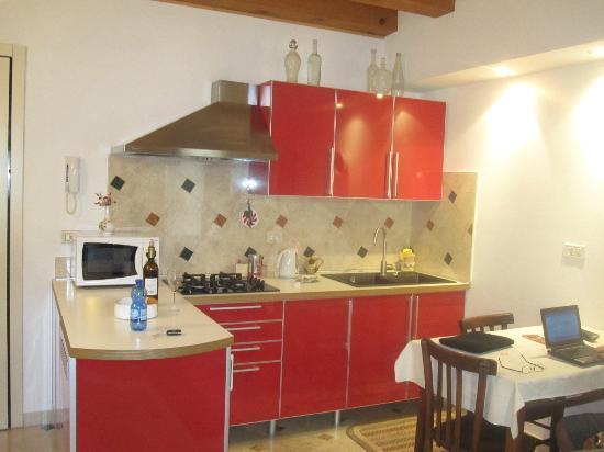 Residenza Carducci: Kitchen