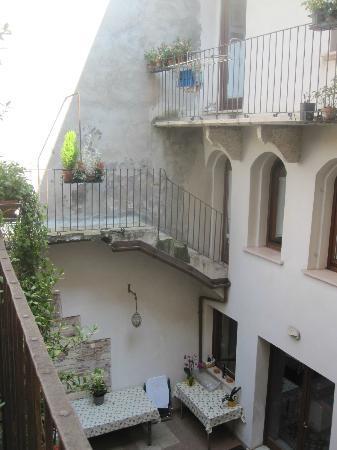 Residenza Carducci: Courtyard balcony