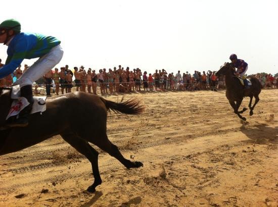 Playa de El Puntal: Derby de Loredo.