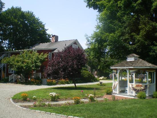 The Old Mystic Inn: Blick auf das Gästehaus