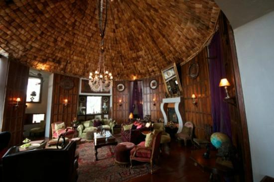 andBeyond Ngorongoro Crater Lodge: Parlor - for drinks and reliving the day's adventure