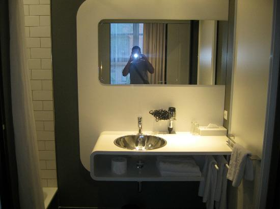 Badezimmer Waschbecken - Picture of 25hours Hotel Number One ...