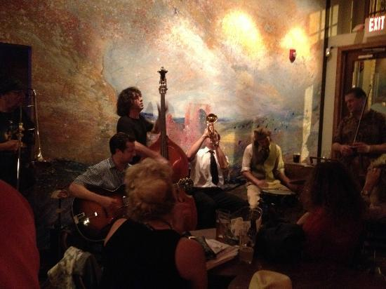 5 Walnut Wine Bar Jazz Night On Tuesday