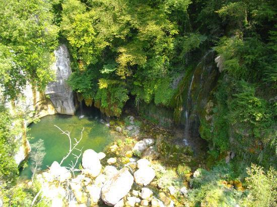 Grasse, France : Des cascades